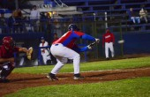 Municipal golpea a la U (beisbol mayor)